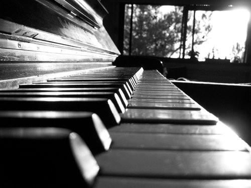 pianoblackandwhitesilence